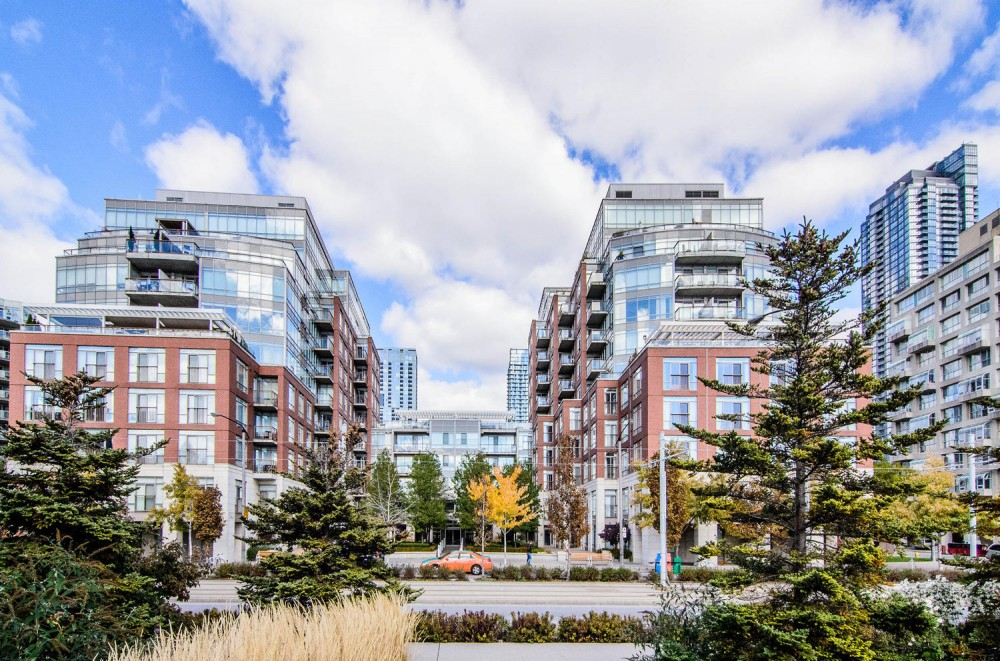 A Contemporary Waterfront Retreat At Harbourfront's 5QQ Condominium