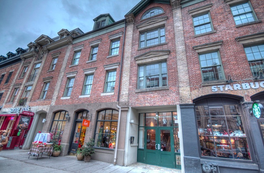 Sizzle & Spice At This Vintage Loft Steps To St. Lawrence Market